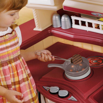 Step2 Lifestyle Partytime Kitchen - Maroon